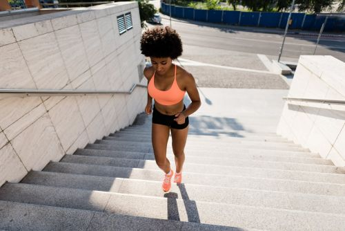 We Asked a Trainer How Many Calories Taking the Steps Burns, and His Answer Is Shocking