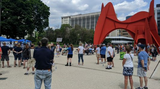 Police supporters rally in downtown Grand Rapids