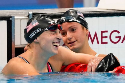 Ledecky wins 2nd Tokyo gold in 800m freestyle