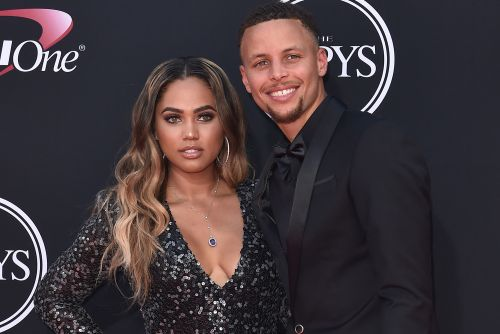 Steph Curry has perfect response after trolls shade Ayesha's dance moves