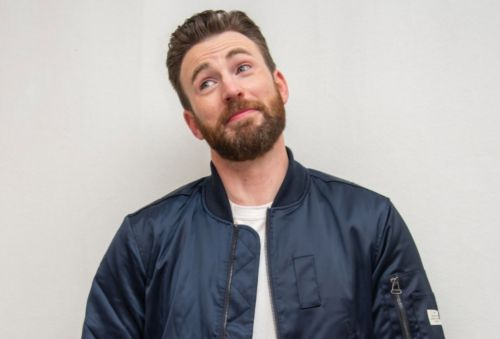 Chris Evans accidentally shares penis pic, driving Twitter wild