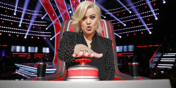 Kelly Clarkson Roasted Blake Shelton On The Voice, And Fans Can't Get Enough