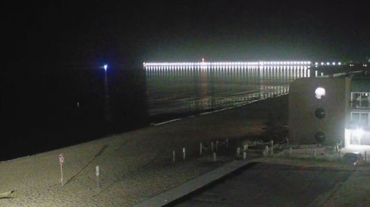 Crews search for man who jumped off Grand Haven pier