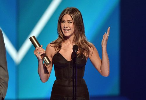 """Jennifer Aniston Calls Friends the """"Gift a Lifetime"""" as She Accepts Icon Award at PCAs"""