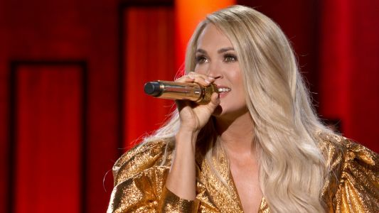 "Carrie Underwood's ""Before He Cheats"" Performance at the ACM Awards Brought Us Back to 2005"
