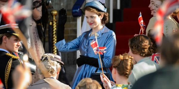 The Crown: 10 Hidden Details About Queen Elizabeth's Costume You Didn't Notice