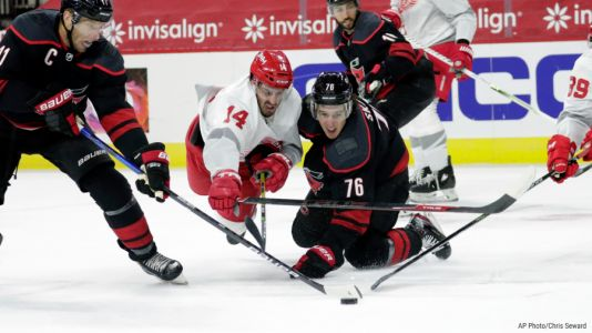 Hurricanes take over in 3rd period, beat Red Wings