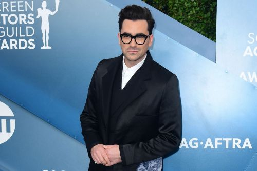 Dan Levy honors his 'Schitt's Creek' family in style at SAG Awards 2020