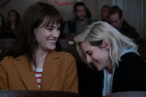 How Mackenzie Davis Approached Being a Straight Actor Portraying A Queer Experience