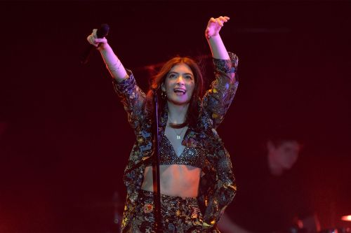 Lorde is a 'Hot One,' harnesses 'Solar Power' to slay spicy wings