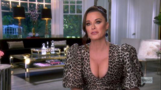 """Kyle Richards Says Erika Jayne Saw Her Life """"Crumbling Before Her Eyes;"""" Kyle Is """"There To Support, Not To Defend"""""""