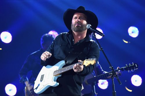 Garth Brooks Got Slammed For Wearing Bernie Sanders Shirt