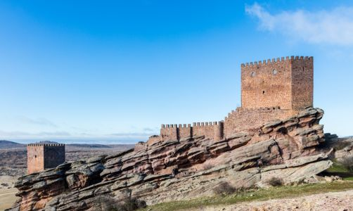 Game Of Thrones: 10 Real Life Castles & Landmarks Used In The Series